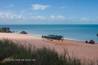 North West shorebird expedition working on Roebuck Bay © Jan van der Kam